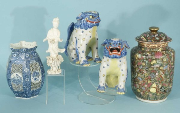 18: BLANC DE CHINE STATUE, TWO FOO DOGS, TWO VASES