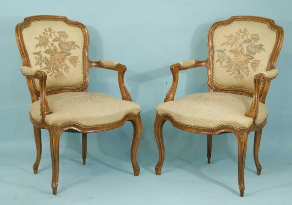 12: PAIR OF ANTIQUE ARMCHAIRS WITH NEEDLEPOINT BACKS