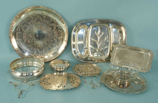 12: MIXED LOT OF ASSORTED SILVERPLATE PIECES