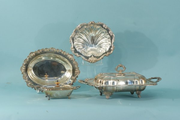 19: GROUP OF FOUR SILVERPLATE HOLLOWARE PIECES