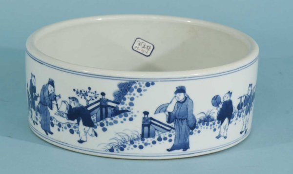 116: ANTIQUE CHINESE BLUE AND WHITE DISH