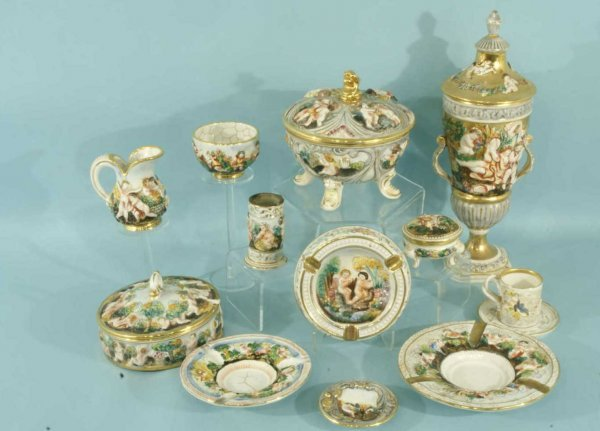 7: THIRTEEN VINTAGE CAPODIMONTE PORCELAIN OBJECTS