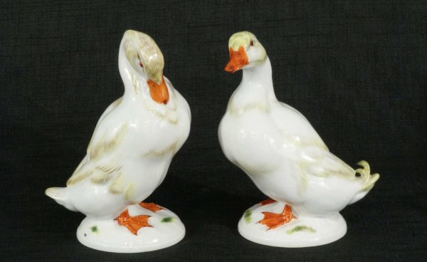 16: PAIR OF MEISSEN PORCELAIN DUCKS