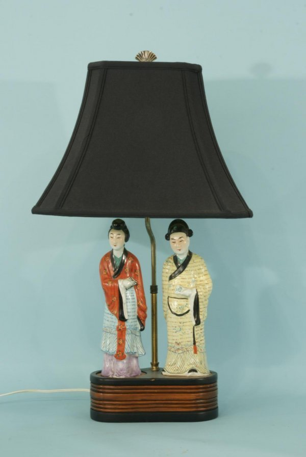 1: PORCELAIN LAMP WITH ORIENTAL FIGURES ON A BASE