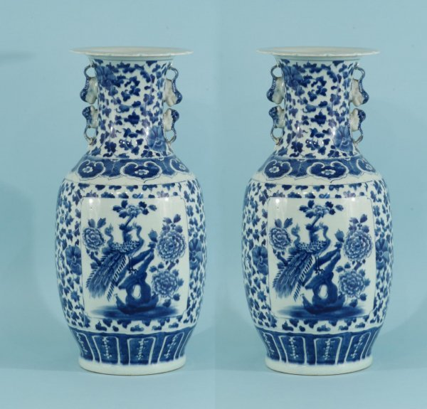 18: PAIR OF ANTIQUE CHINESE BLUE AND WHITE VASES