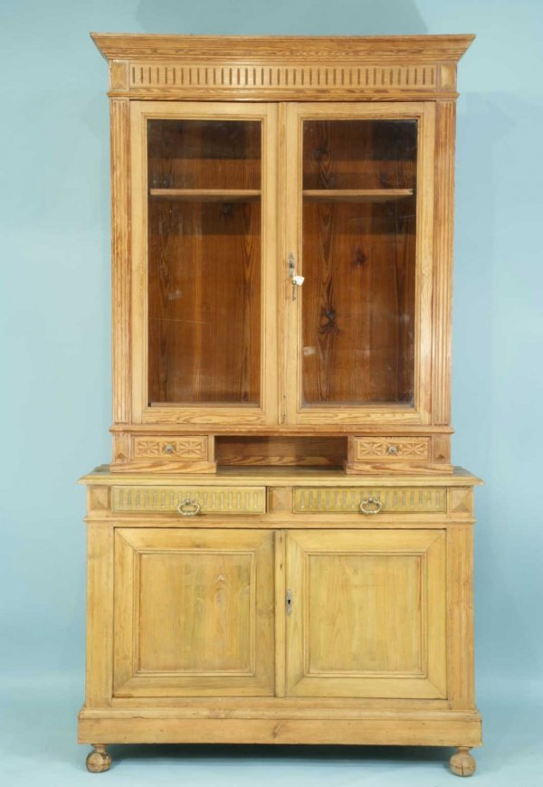 18: ANTIQUE FRENCH PINE CABINET