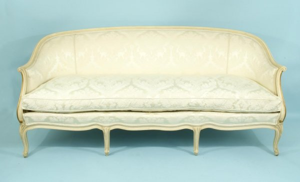 16: VINTAGE FRENCH STYLE CANAPE IN WHITE SILK DAMASK