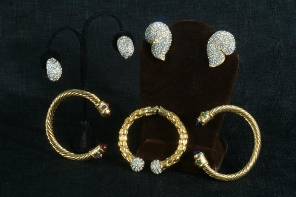 3A: LOT OF THREE VINTAGE BRACELETS AND TWO PAIR OF EAR