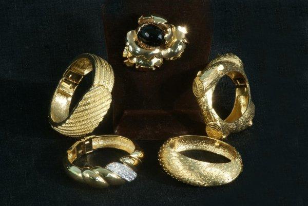 3C: LOT OF FOUR GOLD TONED BRACELETS & A BROOCH