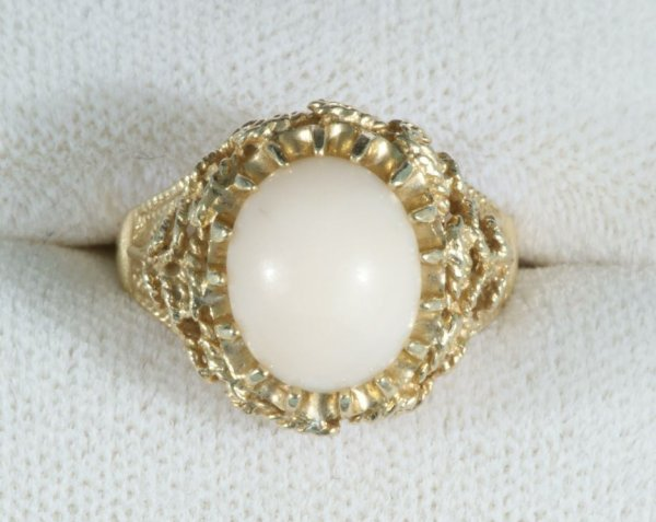 10A: ANGEL SKIN CORAL LADIES RING IN 14KT GOLD