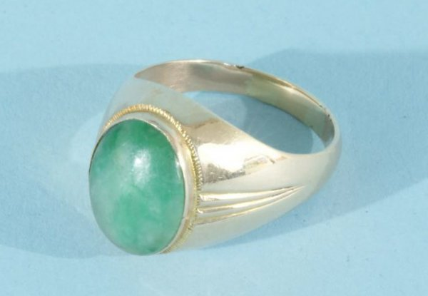 10B: 14KT GOLD AND JADE RING