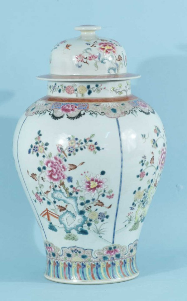 22: ANTIQUE CHINESE ROSE FAMILLE TEMPLE JAR