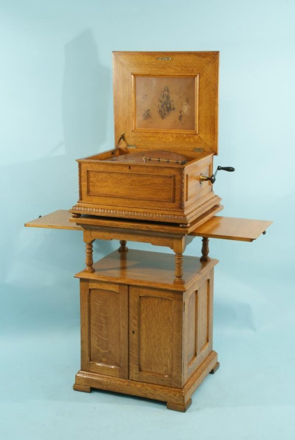 41: ANTIQUE REGINA OAK MUSIC BOX, CIRCA 1900