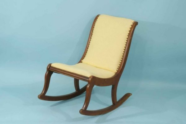 3: ROCKING CHAIR IN LINEN UPHOLSTERY