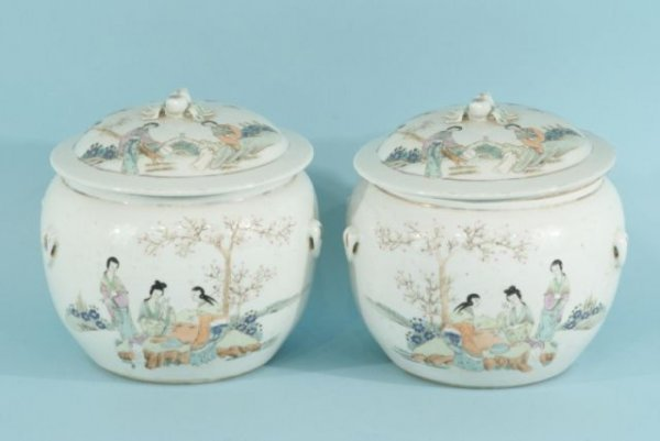 5: PAIR OF ANTIQUE CHINESE PORCELAIN JARS WITH LIDS