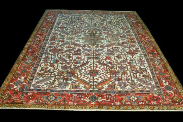 10: IVORY HERIZ RUG, CIRCA 2nd QUARTER 20th CENTURY