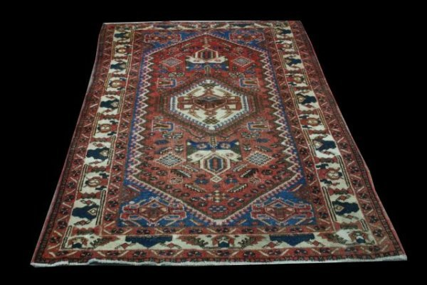 16: SOUTHWEST PERSIAN RUG IN IVORY, BLUES, RUST/RED