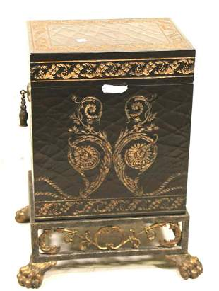 FOOTED LACQUERED LIDDED BOX