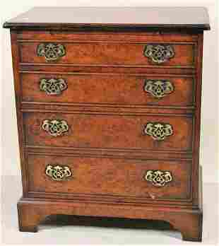 VINTAGE MAHOGANY FOUR DRAWER CHEST OF DRAWERS