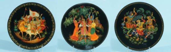 94: THREE RUSSIAN HAND PAINTED LACQUER PLATE