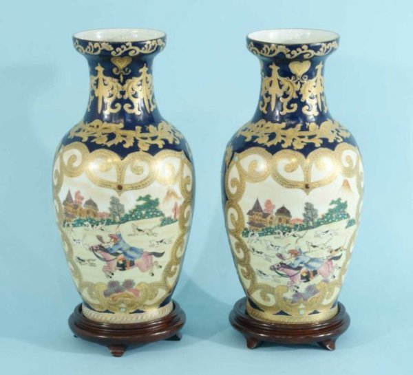 27: PAIR OF CHINESE PORCELAIN VASES ON STANDS