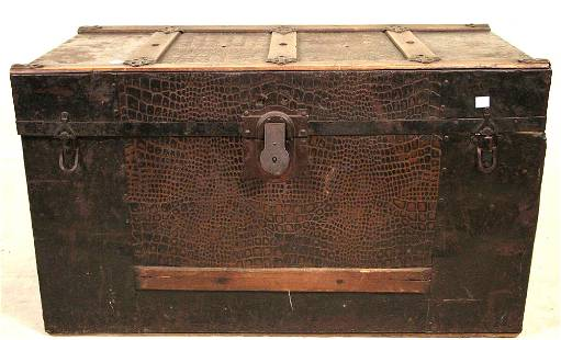 ANTQIUE WOODEN TRUNK