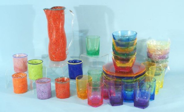 11C: ASSORTED COLORED LUCITE AND GLASSWARE PIECES