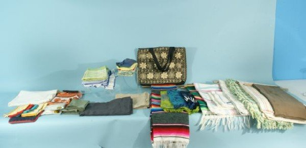 11D: BOX LOT OF ASSORTED TABLEWARE LINENS