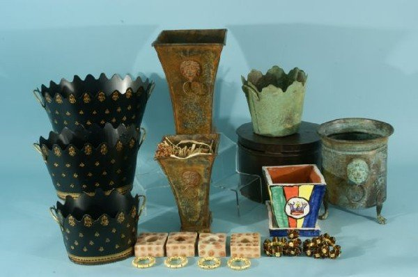11E: BOX LOT OF ASSORTED CONTAINERS