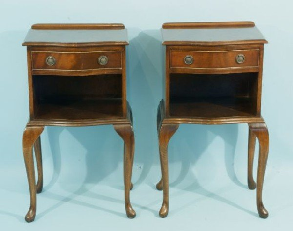 204: PAIR OF MAHOGANY QUEEN ANNE STYLE BEDSIDE CABINETS