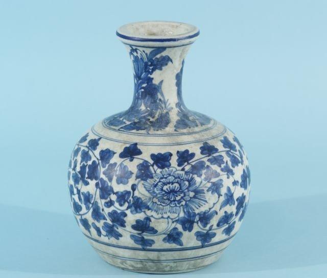 11: ANTIQUE CHINESE BLUE & WHITE PORCELAIN VASE