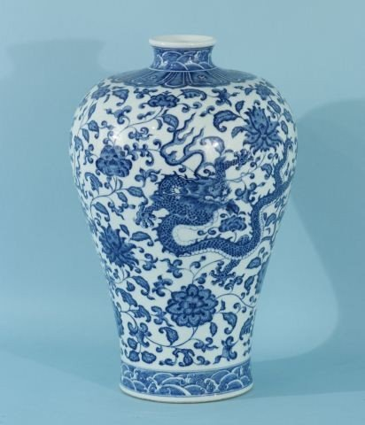 14: 19th CENTURY LARGE BLUE & WHITE PORCELAIN VASE