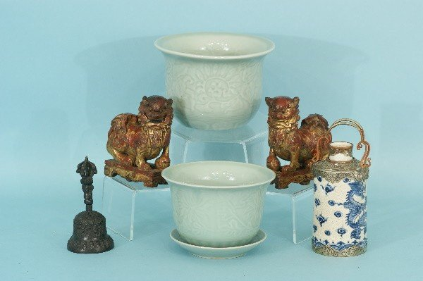 1: LOT OF SIX ASSORTED PIECES OF DECORATIVE OBJECTS
