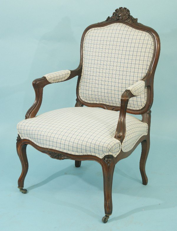 17: BERGERE IN PLAID UPHOLSTERY ON CASTERS