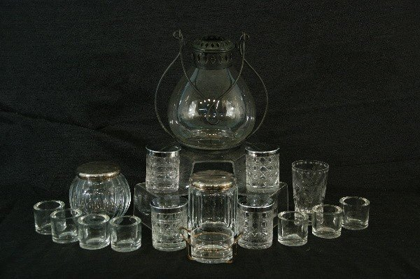 19: BOX LOT OF SIXTEEN GLASS PIECES