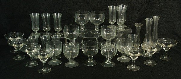 19A: 29-PIECE LOT OF ASSORTED GLASSWARE