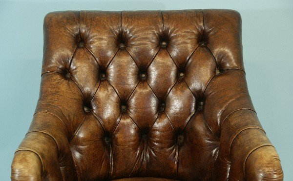 81: DISTRESSED LEATHER CHESTERFIELD TUB CHAIR - 3