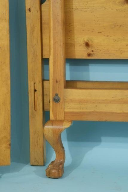 33B: QUEEN SIZE PINE FOUR POSTER BED - 2