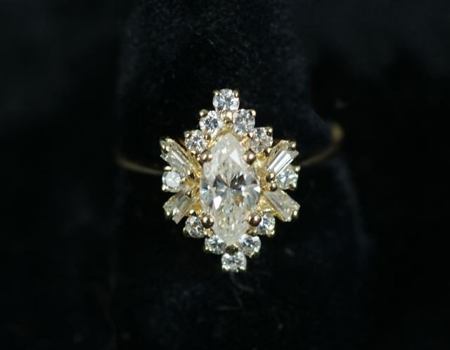 103: LADIES 18KT YELLOW GOLD & DIAMOND RING