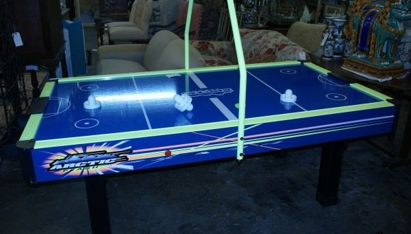 20: AIR HOCKEY TABLE BY ARTIC FLASH