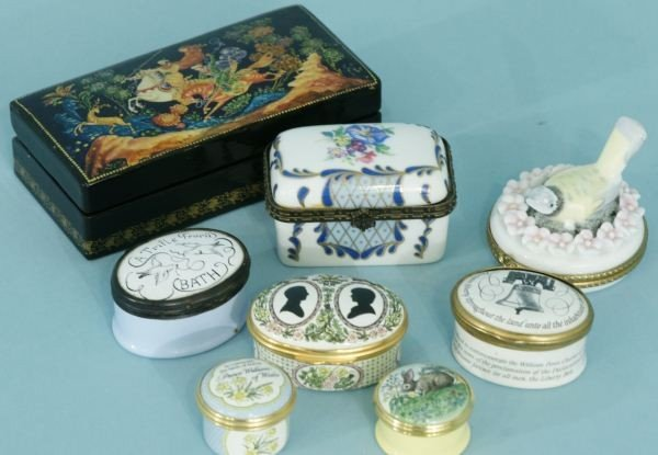 11: RUSSIAN LACQUERED BOX & HALCYON DAYS ENAMELED BOXE