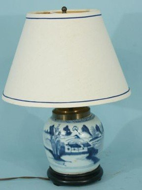 18: ANTIQUE CHINESE BLUE AND WHITE PORCELAIN LAMP