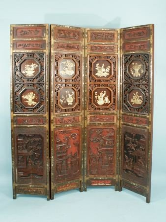 20: ELABORATELY CARVED & LACQUERED CHINESE SCREEN
