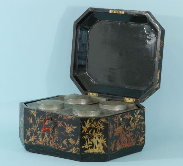 16: 19th CENTURY CHINESE BLACK LACQUERED TEA CADDY