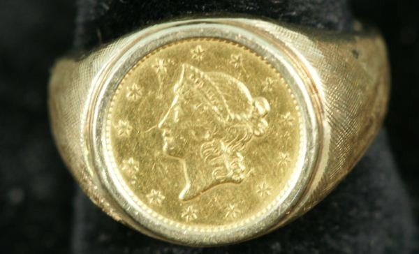 17G: 1851 $1 US COIN MOUNTED ON RING 8.1 GRAMS