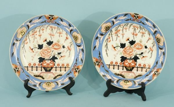 5: PAIR OF ENGLISH PORCELAIN CHINESE TASTE CHARGERS