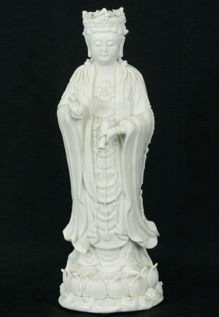 24: ANTIQUE CHINESE QUAN YIN BLANC DE CHINE FIGURE
