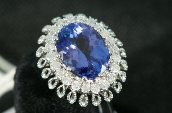 55C: LADIES TANZANITE & DIAMOND 14KT WHITE GOLD RING