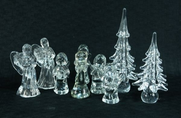 15: LOT OF NINE PIECES OF DECORATIVE CHRISTMAS GLASS
