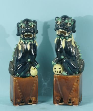 11: PAIR OF CHINESE PORCELAIN FOO DOGS